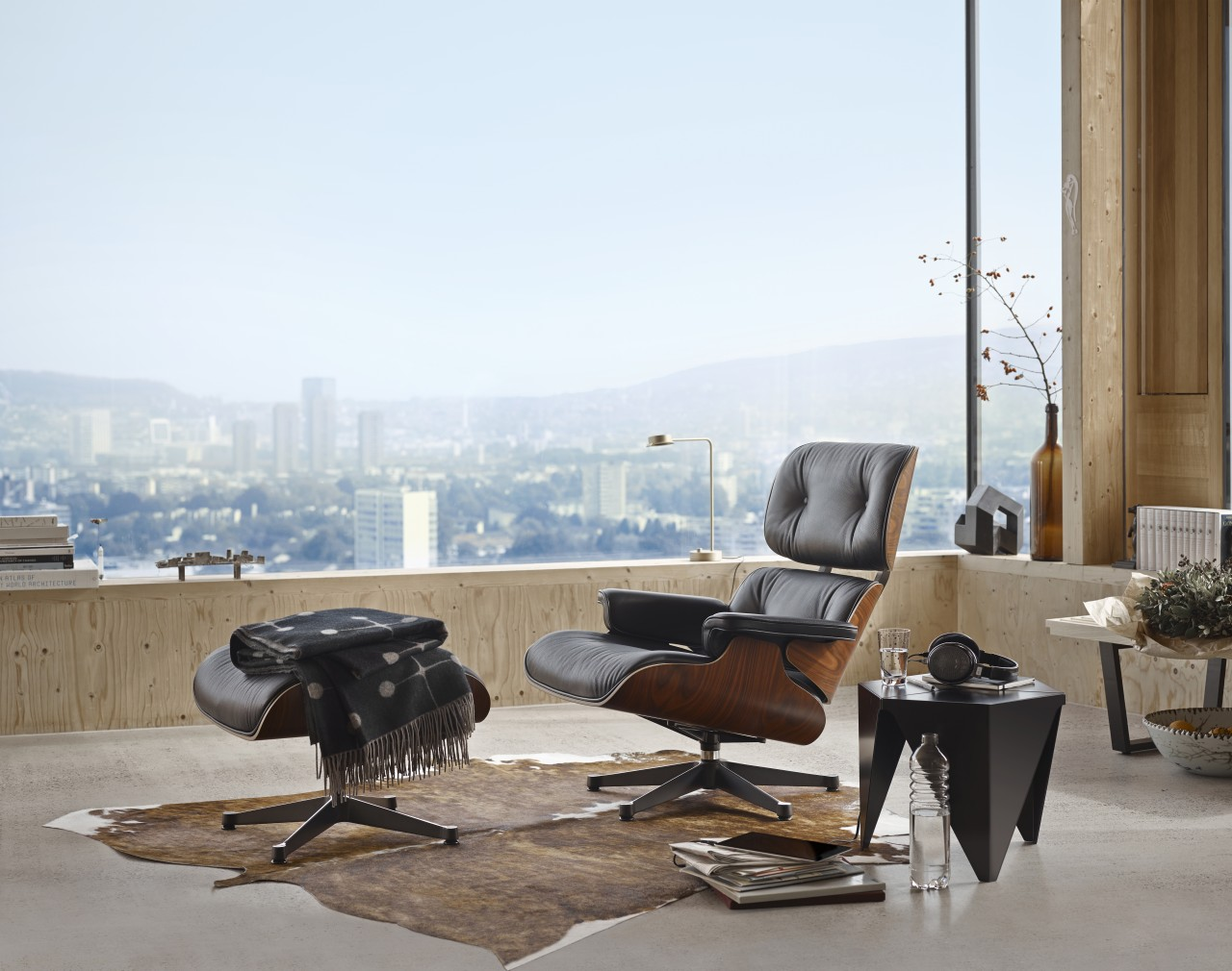Fabulous Eames Lounge Chair Creativecarmelina Interior Chair Design Creativecarmelinacom