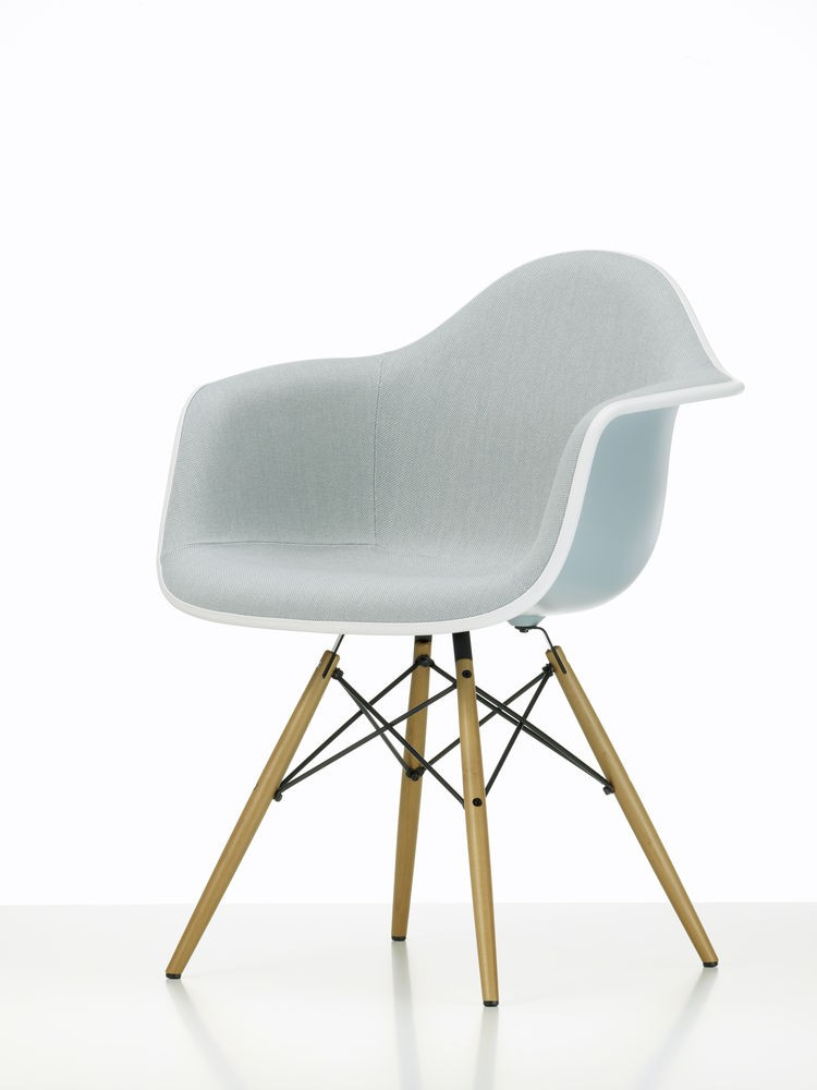 DAW mit Vollpolster - Eames Plastic Chair